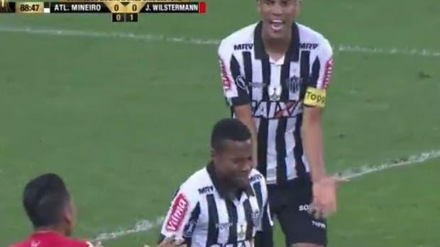 Robinho falló; Silva no puede creerlo