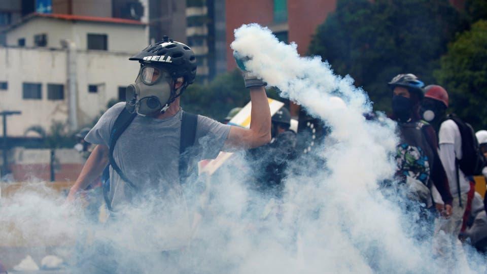 Miles de jóvenes marcharon por las calles de Venezuela. Foto: Reuters / Carlos Garcia Rawlins