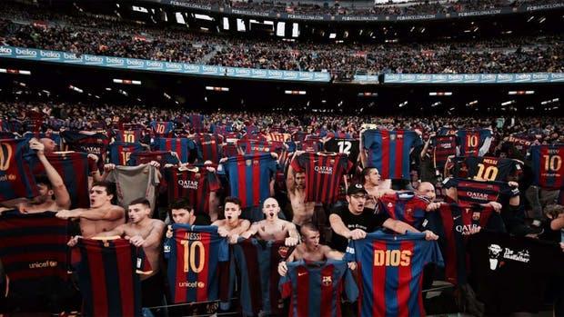 Los hinchas emulan el festejo que patentó Messi