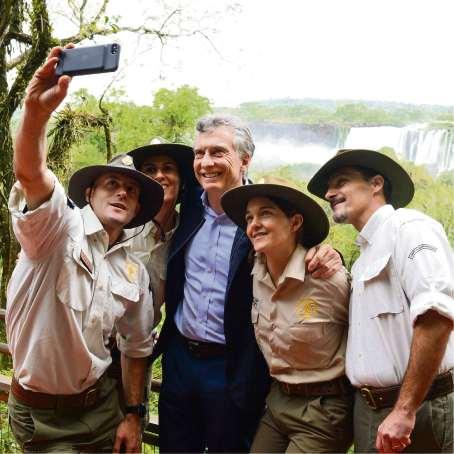 Macri ayer de campaña en Misiones, con guardaparques