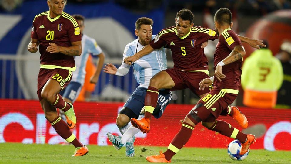 Messi contra todos no fue suficiente para ganar. Foto: LA NACION / Rodrigo Néspolo