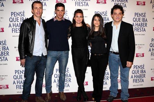 Todo el elenco de Pensé que iba a haber fiesta posa en la presentación del film. Foto: Gentileza TIFF