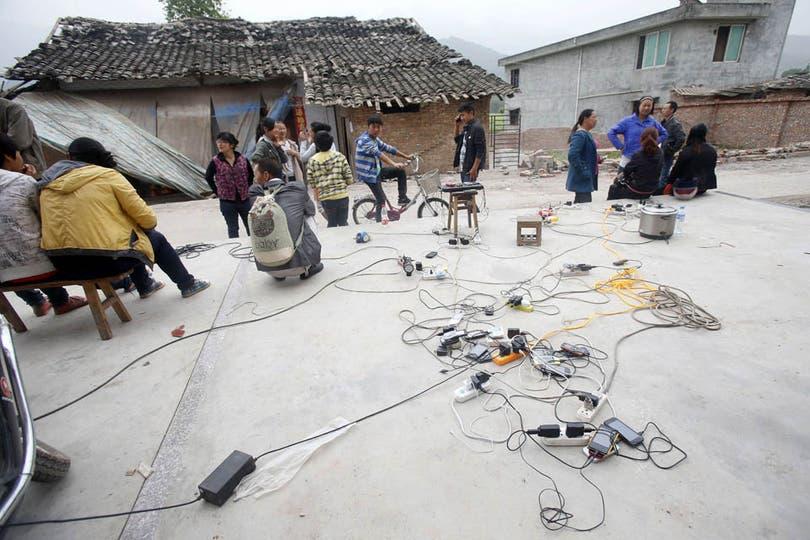 La electricidad y el agua potable estaban cortadas en el área debido al sismo. Foto: AFP