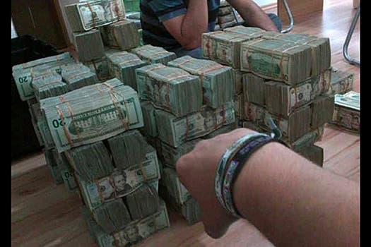 Fajos de dólares fotografiados por @alfredoguzma. Foto: @alfredoguzma