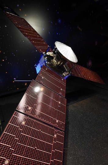 La nave, no tripulada y del tamaño de una cancha de baloncesto, ya hizo historia en enero al convertirse en la sonda impulsada por energía solar en llegar más lejos en el espacio, a alrededor de 793 millones de kilómetros del Sol. Foto: AFP / Robyn Beck