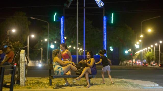 Escena típica nocturna de Las Lomitas. Foto: LA NACION / Santiago Filipuzzi