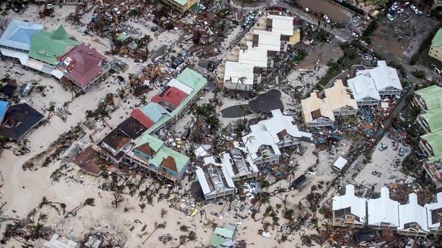 El huracán causó graves daños materiales y dejo como saldo al menos diez muertos