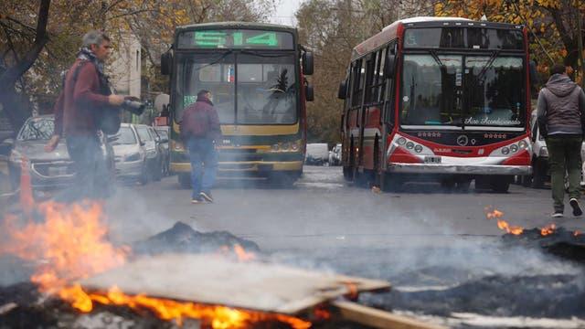 Colectiveros protestan en La Plata