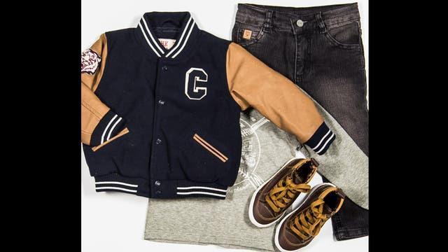 Inspiración College por Cheeky - Jean skinny gastado ($308), remera de algodón mangas largas con estampa ($279), campera estilo college de paño con mangas de cuero ($812) y zapatillas botitas de cuero ($279).