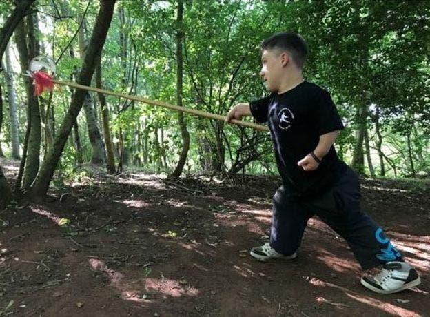 Liam es cinturón negro en kung fu
