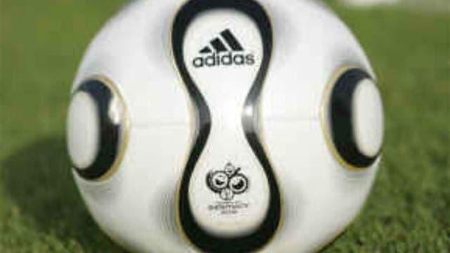 2006, Alemania: +Teamgeist tuvo menos gajos que las pelotas anteriores. Foto: Archivo