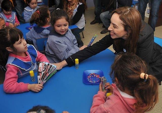 Vidal, ayer, al visitar el jardín de infantes N° 2 de Villa Elvira, en La Plata