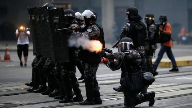 Brasil: Tensión, violencia y un país paralizado en la primera huelga general contra las reformas laborales de Michel Temer