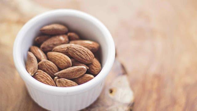 Opta siempre por los snacks saludables, como frutos secos.