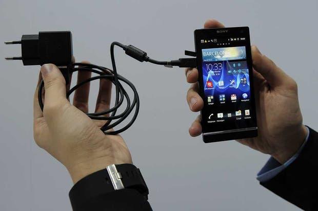 El desarrollo de la Universidad de Illinois busca mejorar las actuales baterías, rezagadas ante el acelerado avance de los dispositivos móviles en el consumo energético
