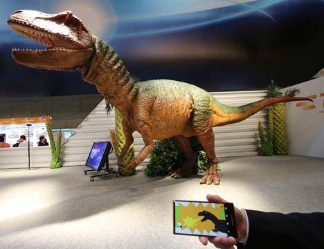 TE Saurus, un robot dinosaurio que puede ser controlado desde un smartphone. Foto: AP