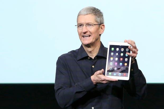 Tim Cook muestra la nueva iPad 2 Air