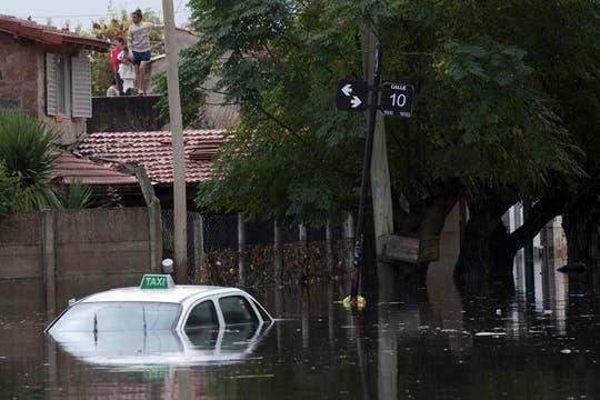 Cayeron 181 milímetros de agua, una cifra récord, que inundaron zonas densamente pobladas de la ciudad; la peor catástrofe de La Plata. Foto: AP
