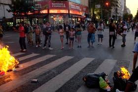 Usuarios cortaron la intersección de las avenidas Rivadavia y Pueyrredón