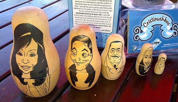 Los obsequios que repartió La Cámpora muestran a un Perón diminuto y a Cristina Kirchner gigante