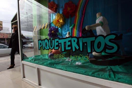 """Casa de ropa infantil """"Piquteritos"""" en el centro de la localidad. Foto: LA NACION / Santiago Hafford"""