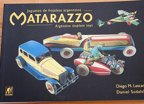 Libro Matarazzo sobre juguetes de hojalata; $ 150, Boulevard Saenz Peña. Foto: lanacion.com