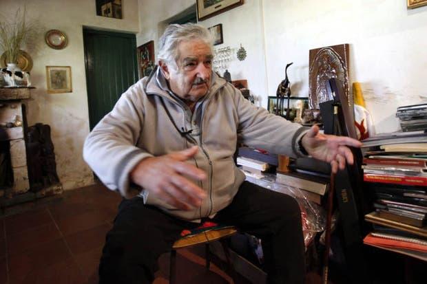 El presidente de Uruguay, José Mujica, habla desde su domicilio, en una zona rural de Montevideo (Uruguay).