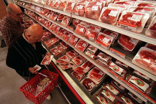 Expertos coinciden en que la mayoría de los consumidores no revisa las fechas de vencimiento en el comercio