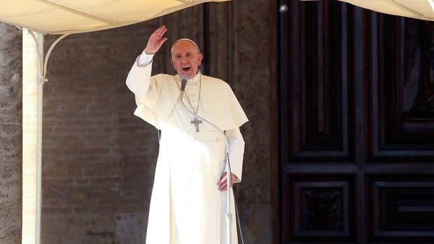 El Papa Francisco habla afuera de la Porciúncula