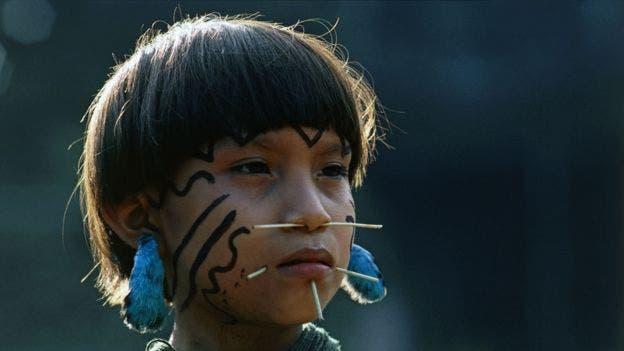 Niña yanomami en Venezuela. Se estima que entre 8 y 10 millones de personas habitaban la Amazonía antes de la llegada de los colonizadores