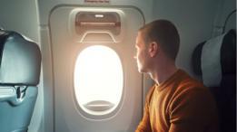 La presión de cabina puede bloquear la puerta, pero no a baja altitud.