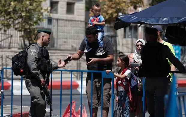 La policía israelí reforzó ayer los controles para ingresar a la Ciudad Vieja de Jerusalén