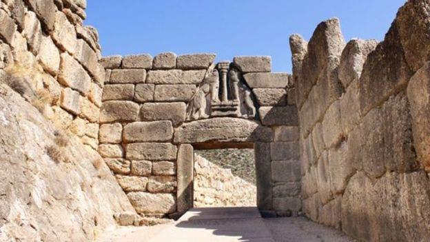 La Puerta de los Leones, la entrada principal a la ciudadela de Micenas, en el sur de Grecia, es uno de los grandes símbolos de la civilización micénica