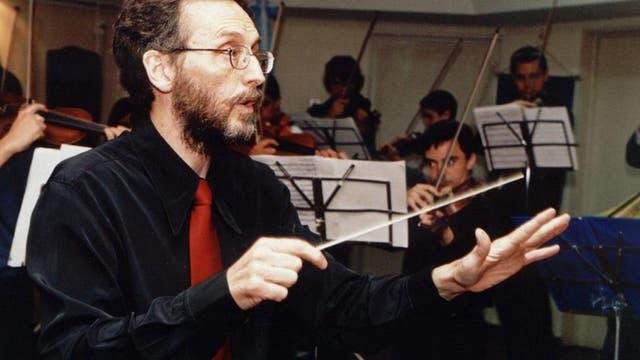 Finlay Ferguson, director de la Orquesta Académica Juvenil del Teatro Libertador.