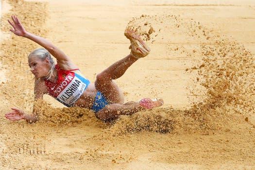 El duelo mundialista en Moscú entre la local Darya Klishina y la eslovena Snezana Rodic. Foto: AP