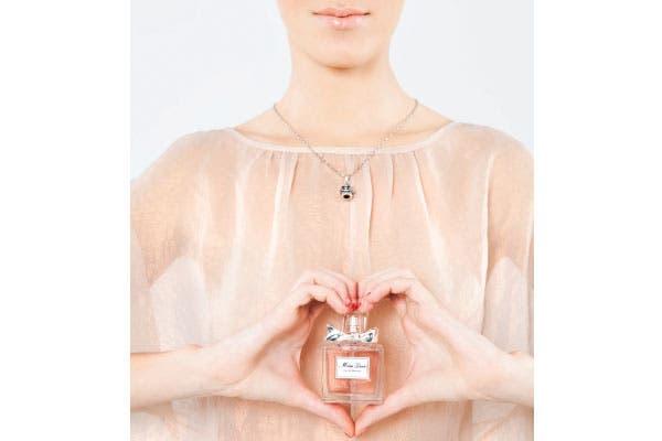 Suave: Después de la Eau de Parfum y de L'Eau, Dior presenta su nueva versión: Miss Dior 50 ml (Dior, $495). Más ligero, dinámico y primaveral, aunque siempre con su espíritu ultrafemenino..