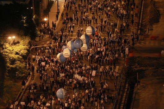 Masivas columnas de manifestantes se movilizan en distintos puntos de Buenos Aires. Foto: LA NACION / Fabián Marelli