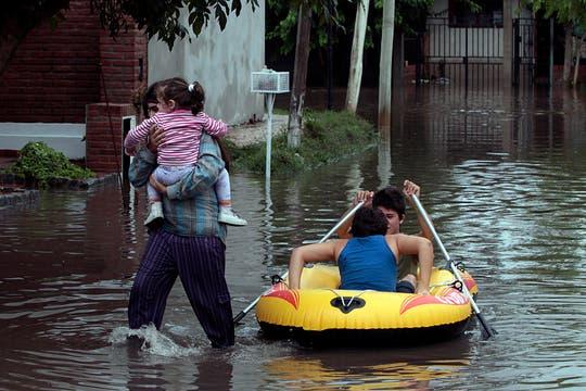 Cayeron 181 milímetros de agua, una cifra récord, que inundaron zonas densamente pobladas de la ciudad; la peor catástrofe de La Plata. Foto: LA NACION / Aníbal Greco