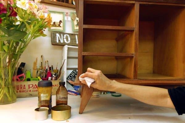 C mo darle color y lustre a tus muebles sin te irlos - Muebles de pino sin tratar ...