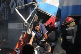 La Cámara Federal porteña ratificó los procesamientos contra los ex secretarios de Transporte de la Nación Ricardo Jaime y Juan Pablo Schiavi y los empresarios Sergio y Mario Cirigliano por la tragedia de Once
