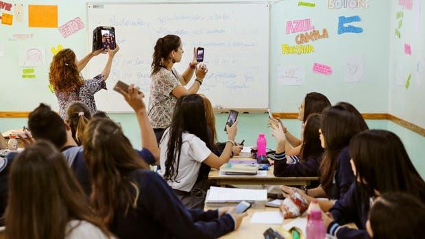 Dos docentes dan clases por Skype