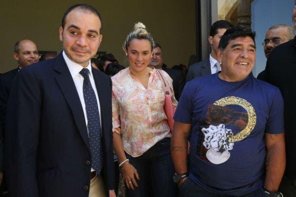 Maradona con el príncipe Ali, al que apoya en su candidatura en la FIFA