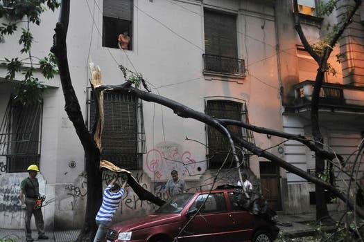 Diluvio y fuertes vientos en Buenos Aires: alerta por posible caída de granizo. Foto: Télam