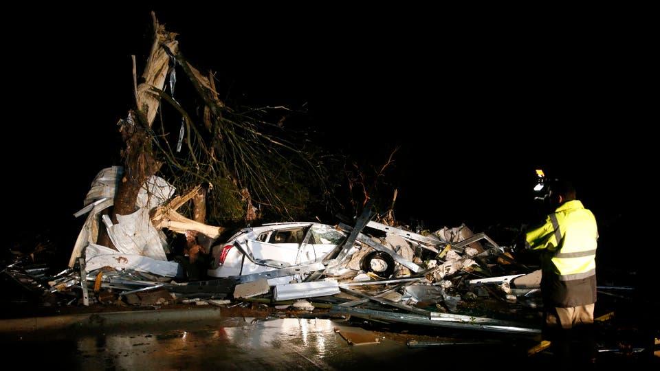 El mal tiempo devastó hogares, volcó automóviles y derribó árboles . Foto: Tom Fox/The Dallas Morning News via AP