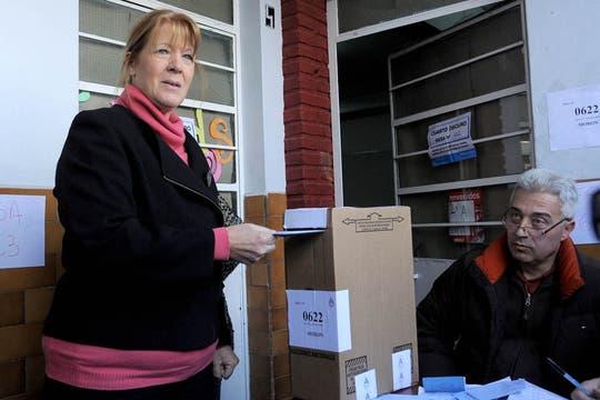 Margarita Stolbizer votó en una escuela de Castelar. Foto: DyN