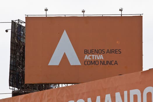 Uno de los carteles con los que Scioli promociona su gestión en Gral Paz y Superí. Foto: LA NACION / Matias Aimar