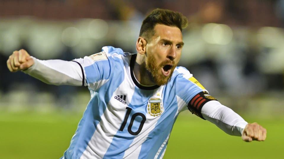Lo mejor del 10 que convirtió 3 goles y el pasaje al Mundial 2018.El festejo del ultimo gol. Foto: AFP