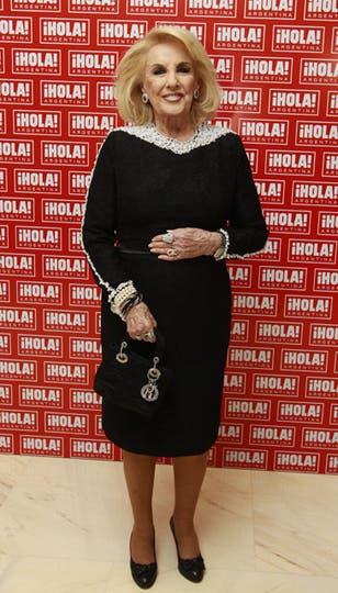 Mirtha Legrand, elegantísima, con un vestido negro bordado con perlas. Foto: Fabián Marelli