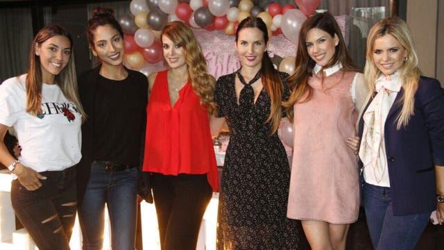 Jesica Cirio y sus amigas en el baby shower