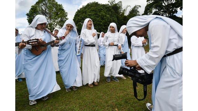 Las hermanas durante la grabación del video musical